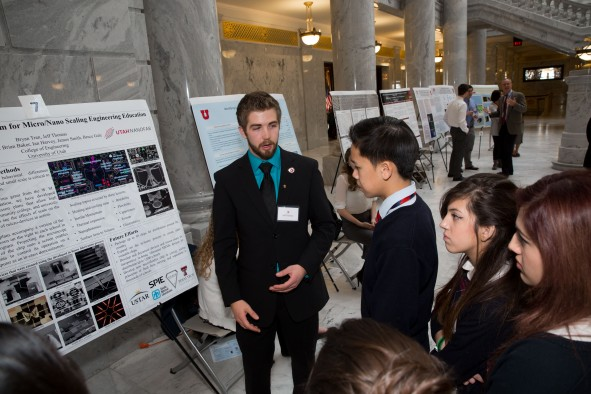 2015 Research on Capitol Hill presenter and U student Jeff Thomas explains his engineering research to a group of visiting students.